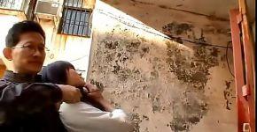 ชายชาวจีนสนใจสาวของเขาแน่นขึ้นและมีเสน่ห์
